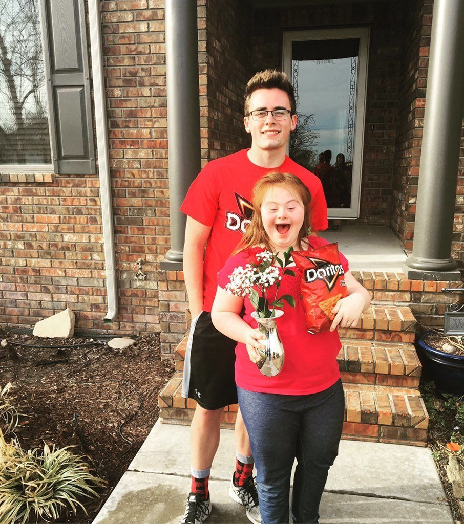 Teen With Down Syndrome Got Asked To Prom In The Sweetest