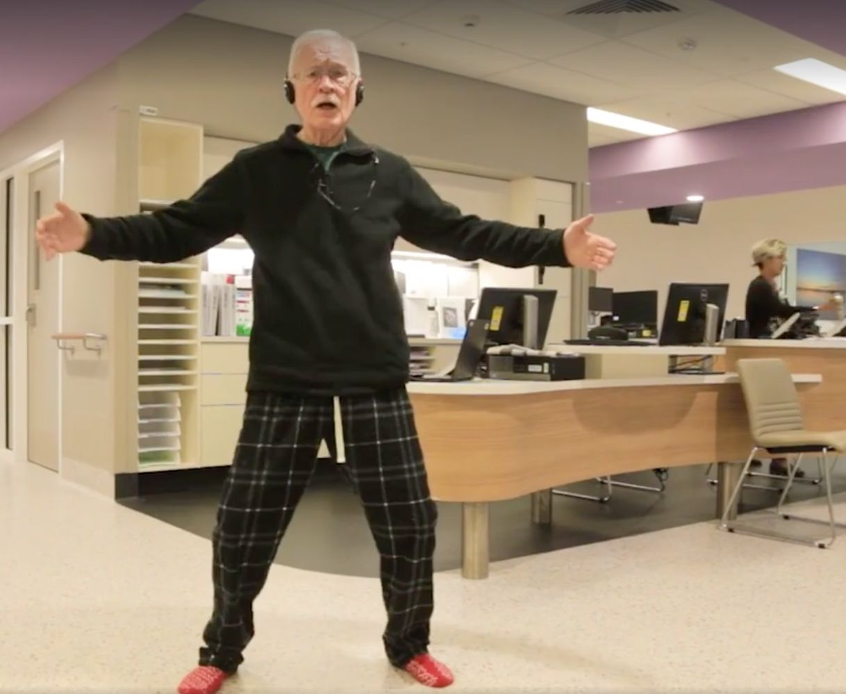 'Agitated' 78-Year-Old With Dementia Can't Stop Bopping When Elvis Presley