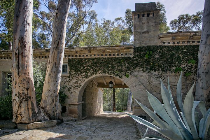 "Famous architect Wallace Frost built the home for himself <a href=""http://www.sothebyshomes.com/Santa-Barbara-Real-Estate/sales/0114121"" target=""_blank"">in the&nbsp;1930s</a>."