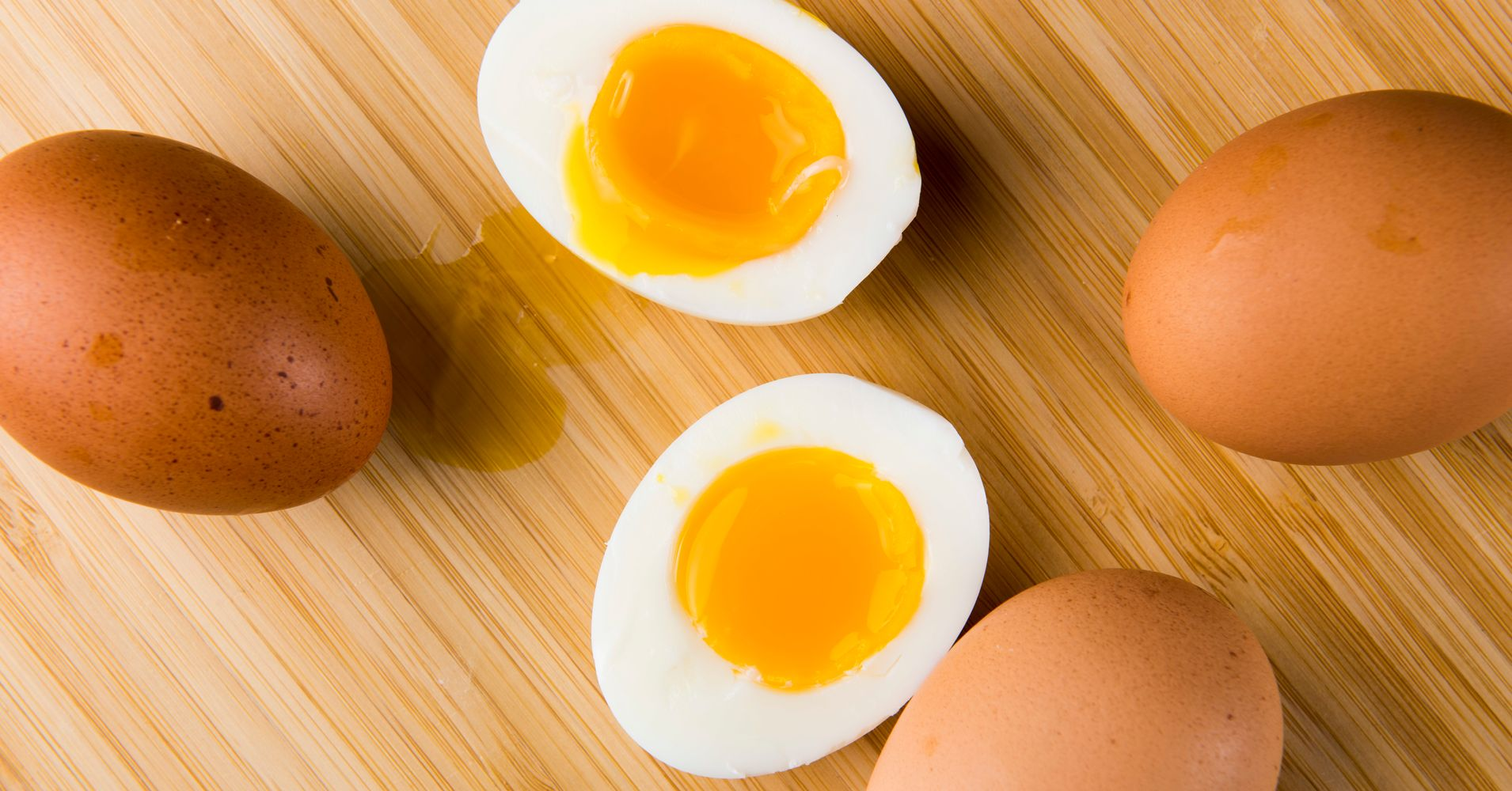 How long to hard boil an egg a visual guide huffpost for How long do you boil hard boiled eggs