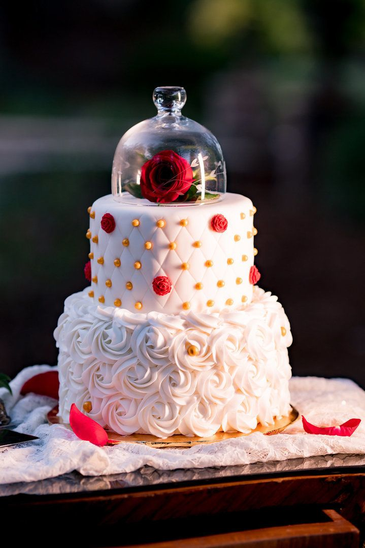 "<i>Cake by <a href=""https://www.facebook.com/perla1968/"" target=""_blank"">Charly's Cakes</a> </i>"