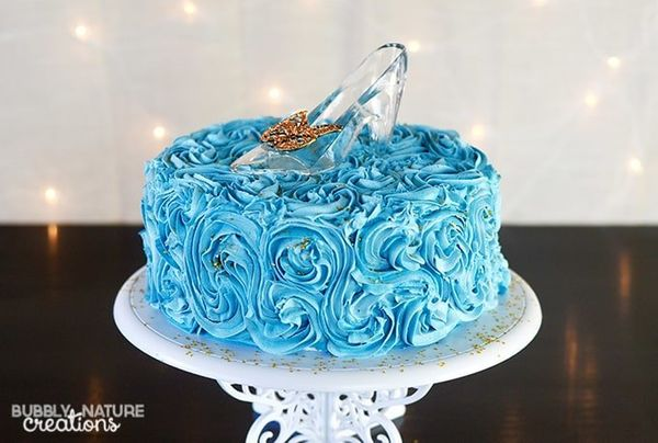 """<i>Cake by <a href=""""http://sprinklesomefun.com/"""" target=""""_blank"""">Sprinkle Some Fun</a></i>"""