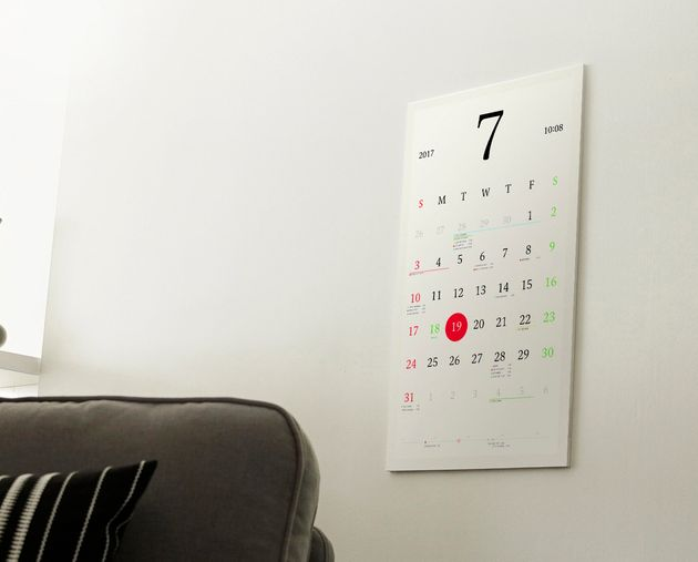 This Beautiful E-Ink 'Magic Calendar' Is A Gadget That Everyone