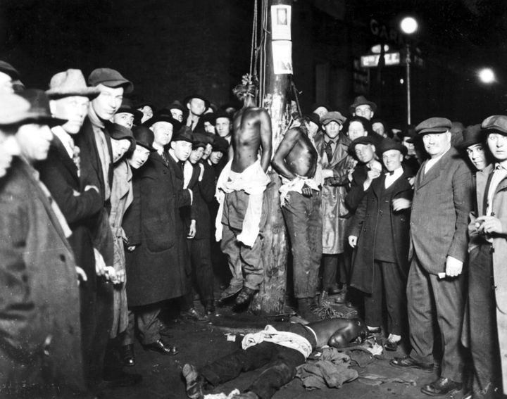 Crowd at 1920 Lynching in Duluth, MN.