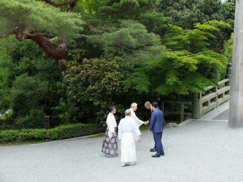 President Obama and Prime Minister Shinzo Abe greet Shinto priests at Ise-Jingu