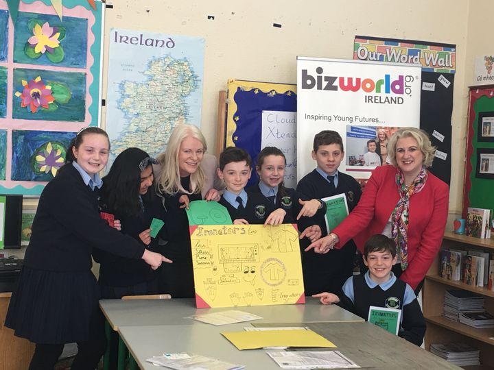 <p><em>5th Class pupils from St. Mochta's National School Dublin, with Fiona McKeon, CEO of Bizworld Ireland and Anne Ravanona, CEO of Global Invest Her</em></p>