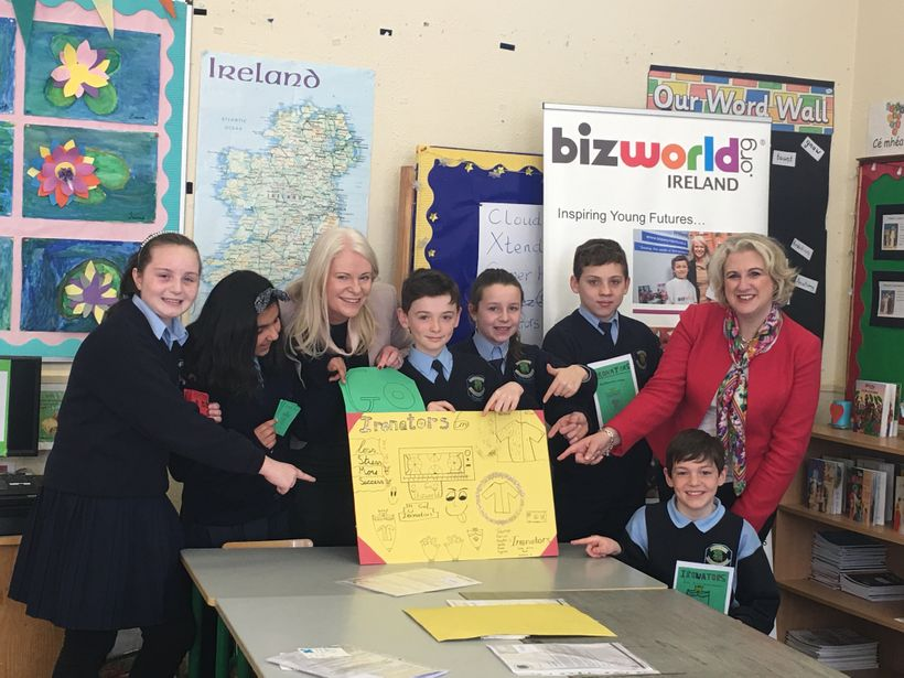 <em>5th Class pupils from St. Mochta's National School Dublin, with Fiona McKeon, CEO of Bizworld Ireland and      Anne Ravan