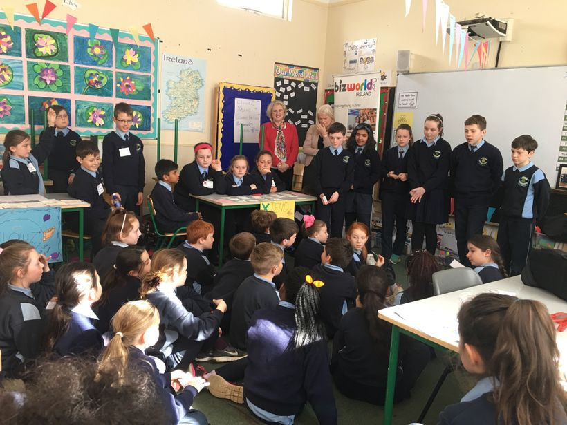 <em>4th Class (10 year old) pupils grill the budding entrepreneurs with fantastic questions!</em>