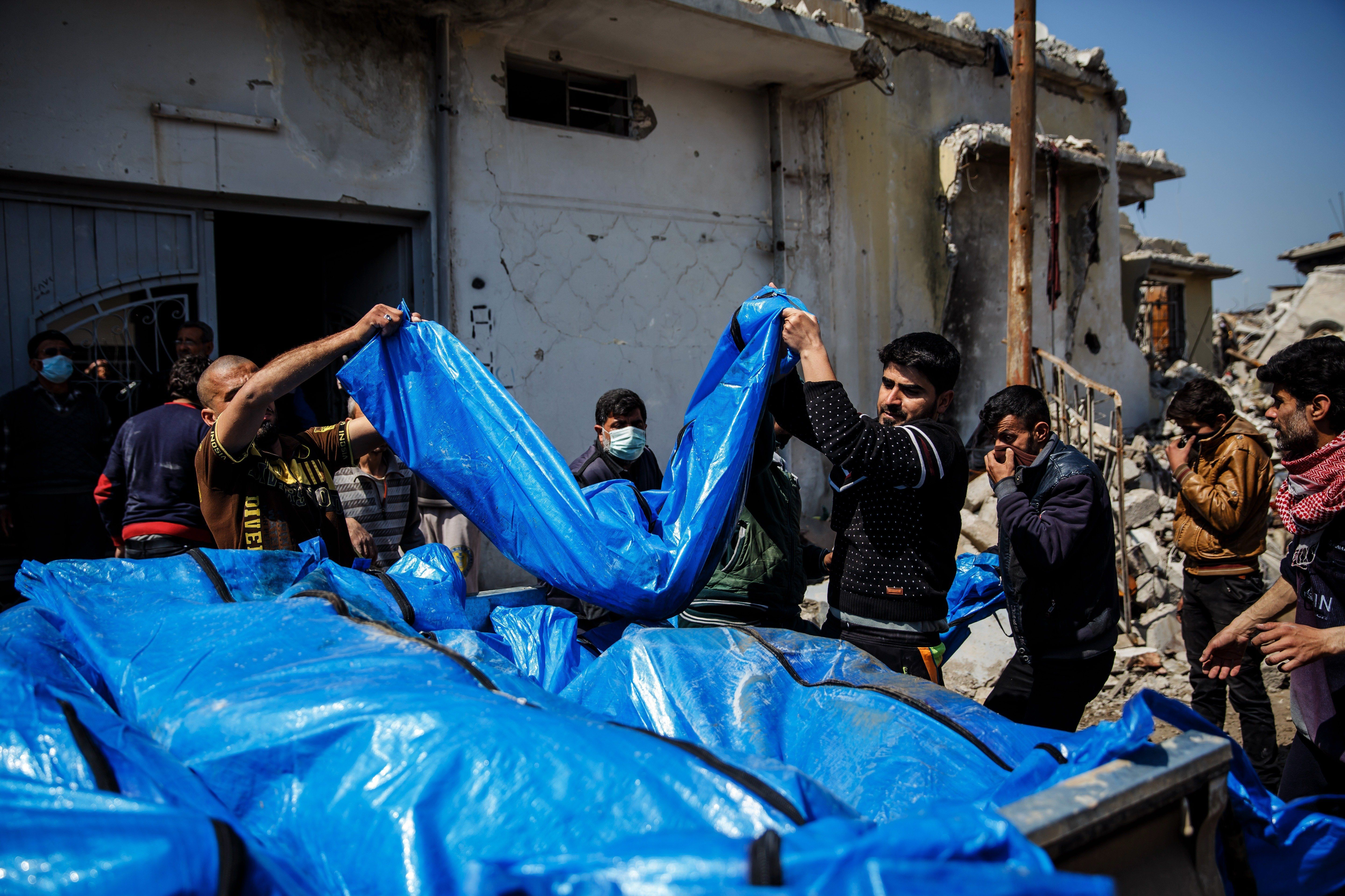 MOSUL, NINEVEH PROVINCE -- FRIDAY, MARCH 24, 2017: Residents pile up body bags in the back of a pick up truck after recovering it from the rubble where there were reported coalition air strikes in the Mosul al-Jadida neighborhood of Mosul, Nineveh Province, on March 24, 2017.  (Photo by Marcus Yam/Los Angeles Times via Getty Images)
