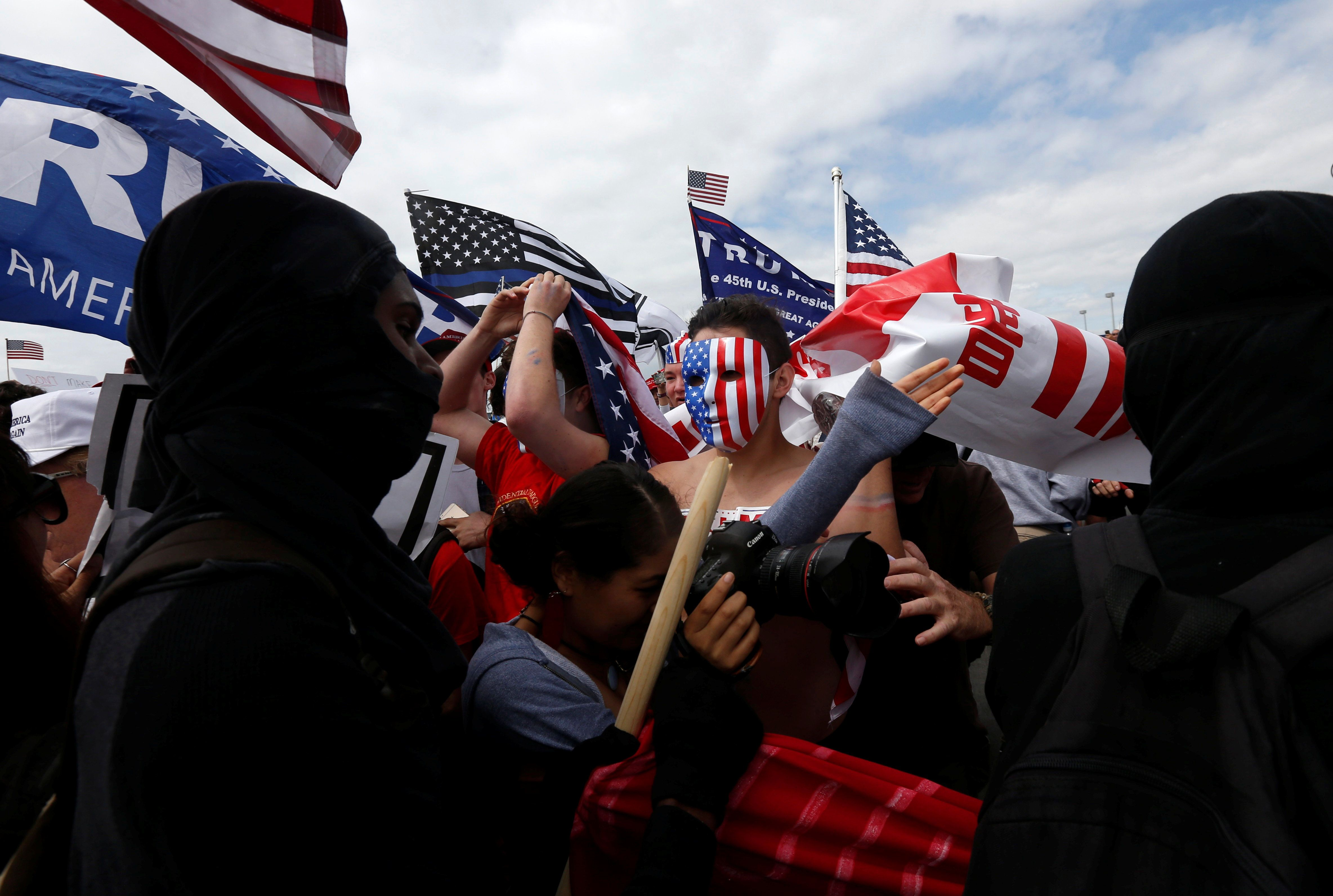 Pro-Trump rally participants mix with Anti-Trump protester as the two sides clash during a Pro-Trump rally in Huntington Beach, California, U.S., March 25, 2017.    REUTERS/Patrick T. Fallon