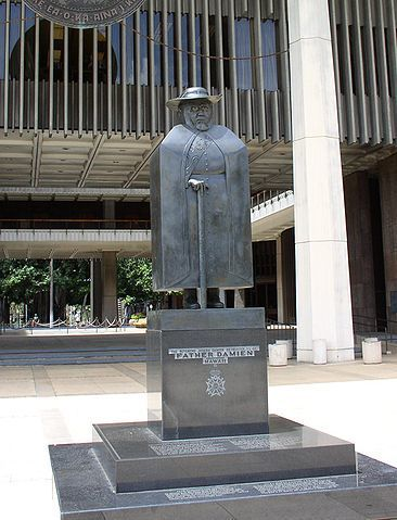 """<a rel=""""nofollow"""" href=""""https://commons.wikimedia.org/w/index.php?curid=1103138"""" target=""""_blank"""">The Father Damien Statue, Ha"""