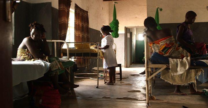 <p><em>A nurse-midwife and patients at Kasinje Health Facility, Malawi.</em></p>