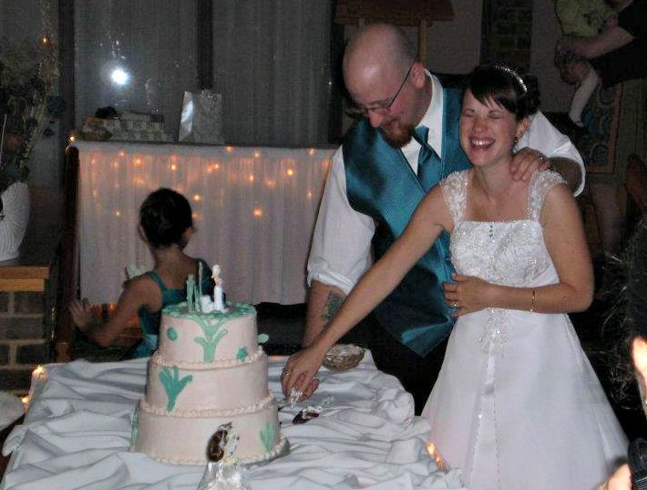 <p>When the wedding cake is a disaster, you just learn to laugh.</p>
