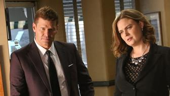 BONES:  L-R:  Guest star Betty White, David Boreanaz and Emily Deschanel in the 'The Final Chapter:  The Radioactive Panthers in the Party' episode of BONES airing Tuesday, March 14 (9:01-10:00 PM ET/PT) on FOX.  (Photo by FOX via Getty Images)