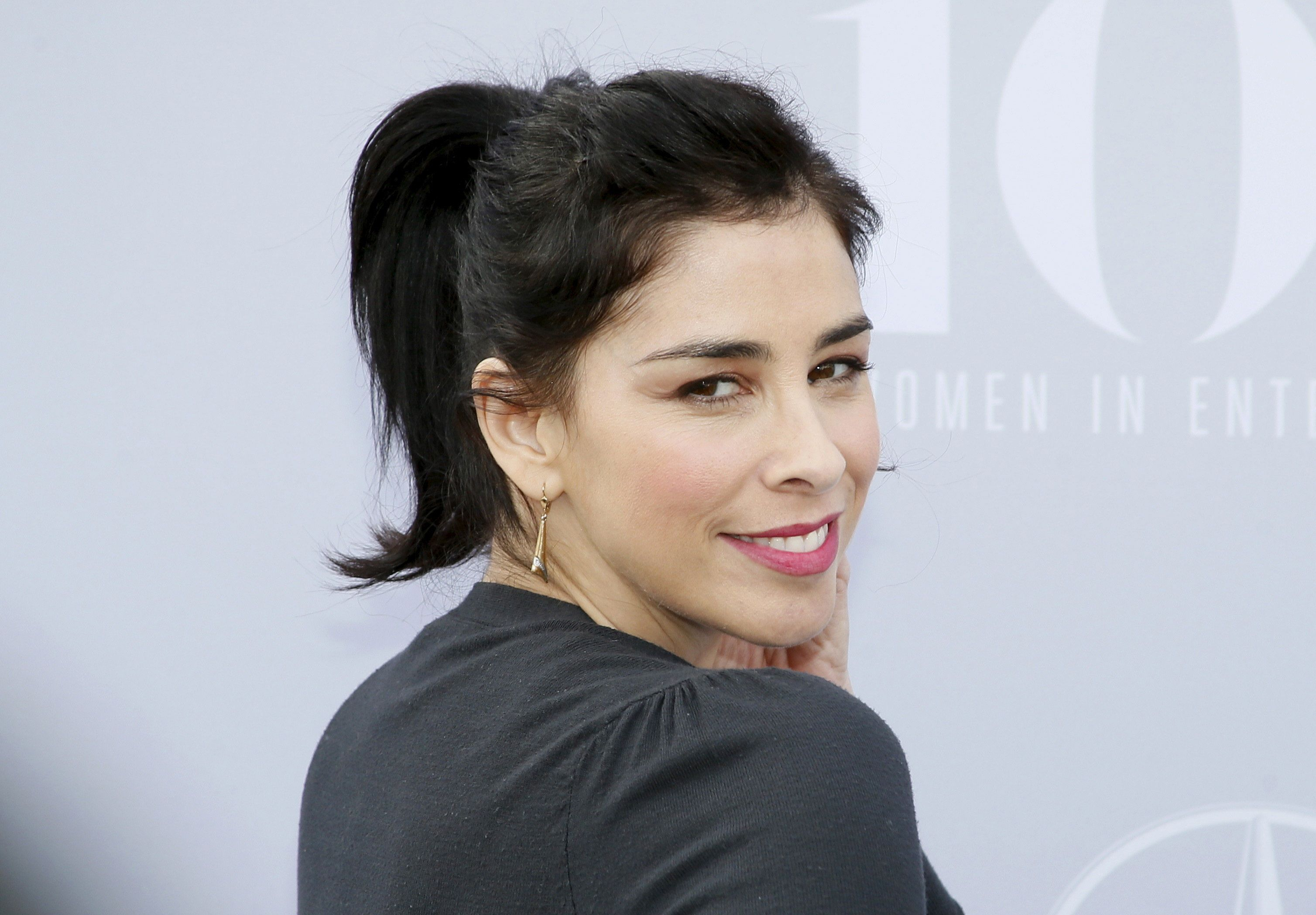 Comedian Sarah Silverman poses at The Hollywood Reporter's Annual Women in Entertainment Breakfast in Los Angeles, California December 9, 2015. REUTERS/Danny Moloshok