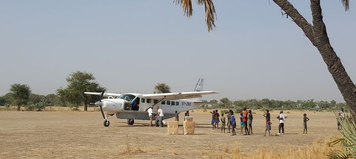 AnMSF plane resupplying drugs to a mobile clinic.