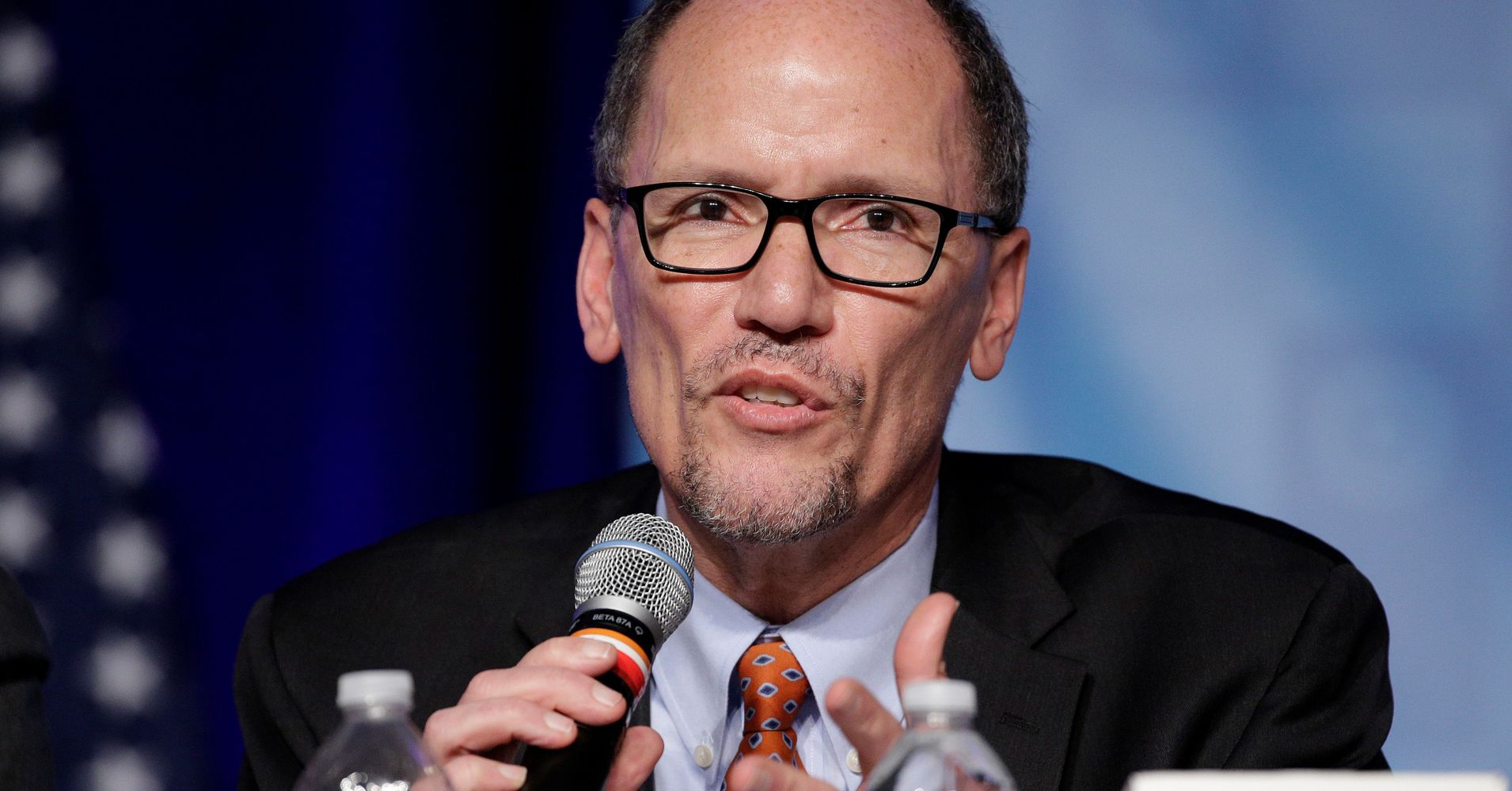 Democratic National Committee Asks Its Entire Staff To ...