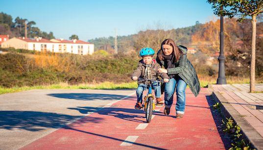 Sono una madre e non credo in una vita incentrata unicamente su mio figlio. Ecco