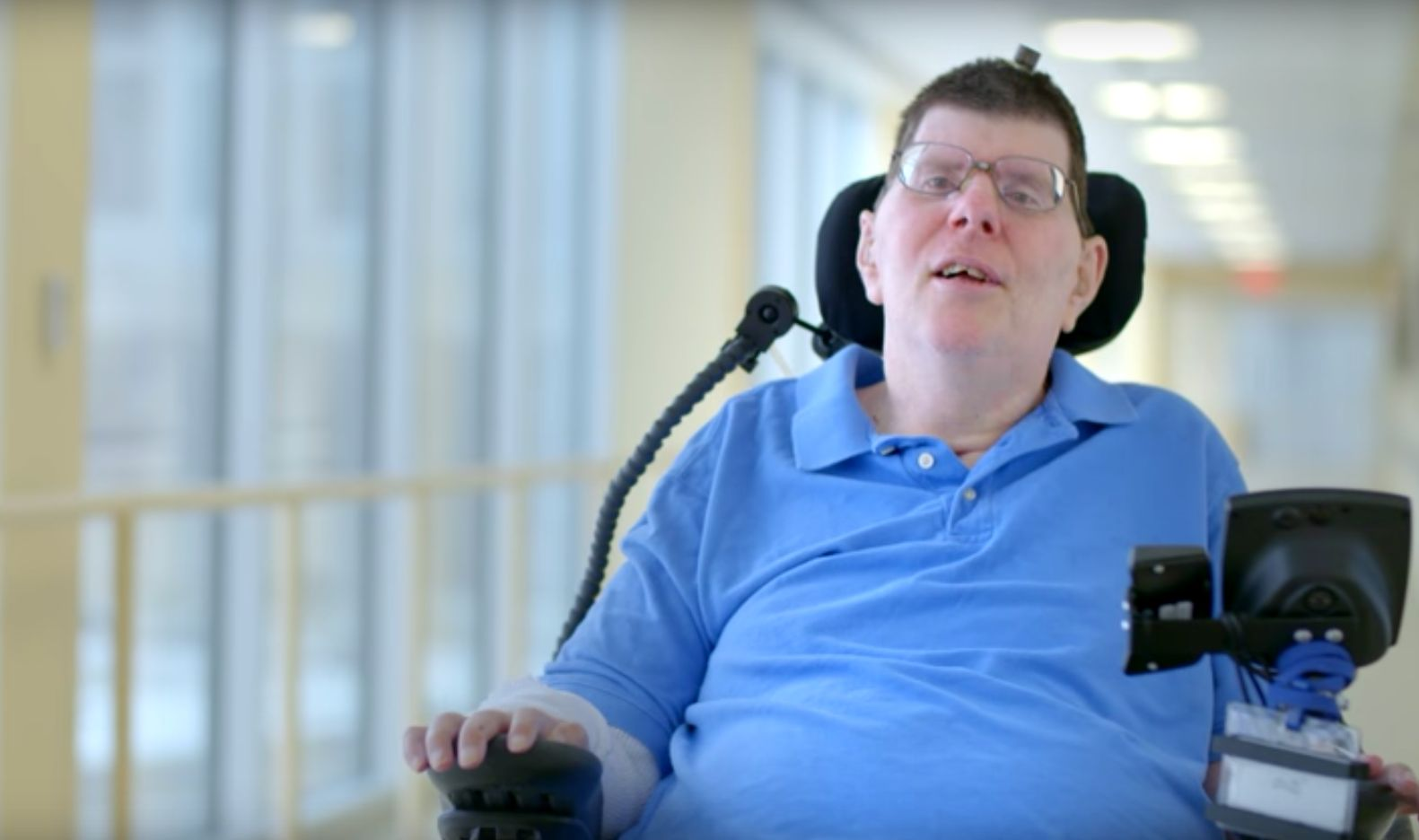 A Paralysed Man Can Now Move His Arms Using Thought-Controlled