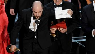 HOLLYWOOD, CA - FEBRUARY 26:  'La La Land' producer Jordan Horowitz (L) holds up the winner card reading actual Best Picture winner 'Moonlight' after a presentation error with actor Warren Beatty and host Jimmy Kimmel onstage during the 89th Annual Academy Awards at Hollywood & Highland Center on February 26, 2017 in Hollywood, California.  (Photo by Kevin Winter/Getty Images)