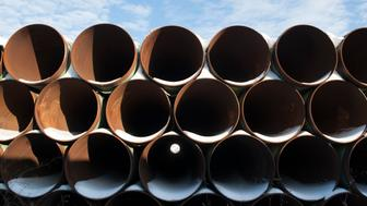 A depot used to store pipes for Transcanada Corp's planned Keystone XL oil pipeline is seen in Gascoyne, North Dakota November 14, 2014. The Republican-led U.S. House of Representatives approved the Keystone XL pipeline on Friday, but a similar measure struggled to get enough support in the Senate and President Barack Obama indicated he might use his veto if the bill does get through Congress. REUTERS/Andrew Cullen   (UNITED STATES - Tags: ENERGY BUSINESS POLITICS)
