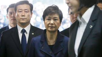 South Korea's ousted president Park Geun-Hye (C) arrives for questioning on her arrest warrant at the Seoul Central District Court in Seoul on March 30, 2017. Park arrived at court on March 30 for a hearing to decide whether she should be arrested over the corruption and abuse of power scandal that brought her down. / AFP PHOTO / POOL / Ahn Young-joon        (Photo credit should read AHN YOUNG-JOON/AFP/Getty Images)