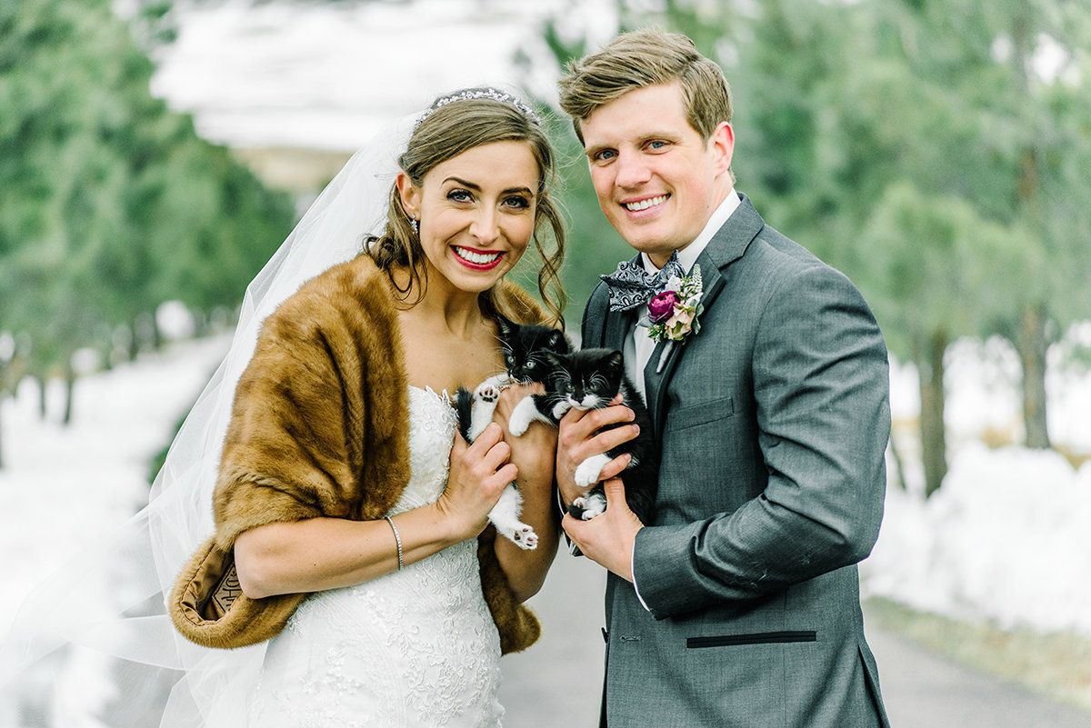 The bride wore a vintage-inspired faux fur to keep warm.