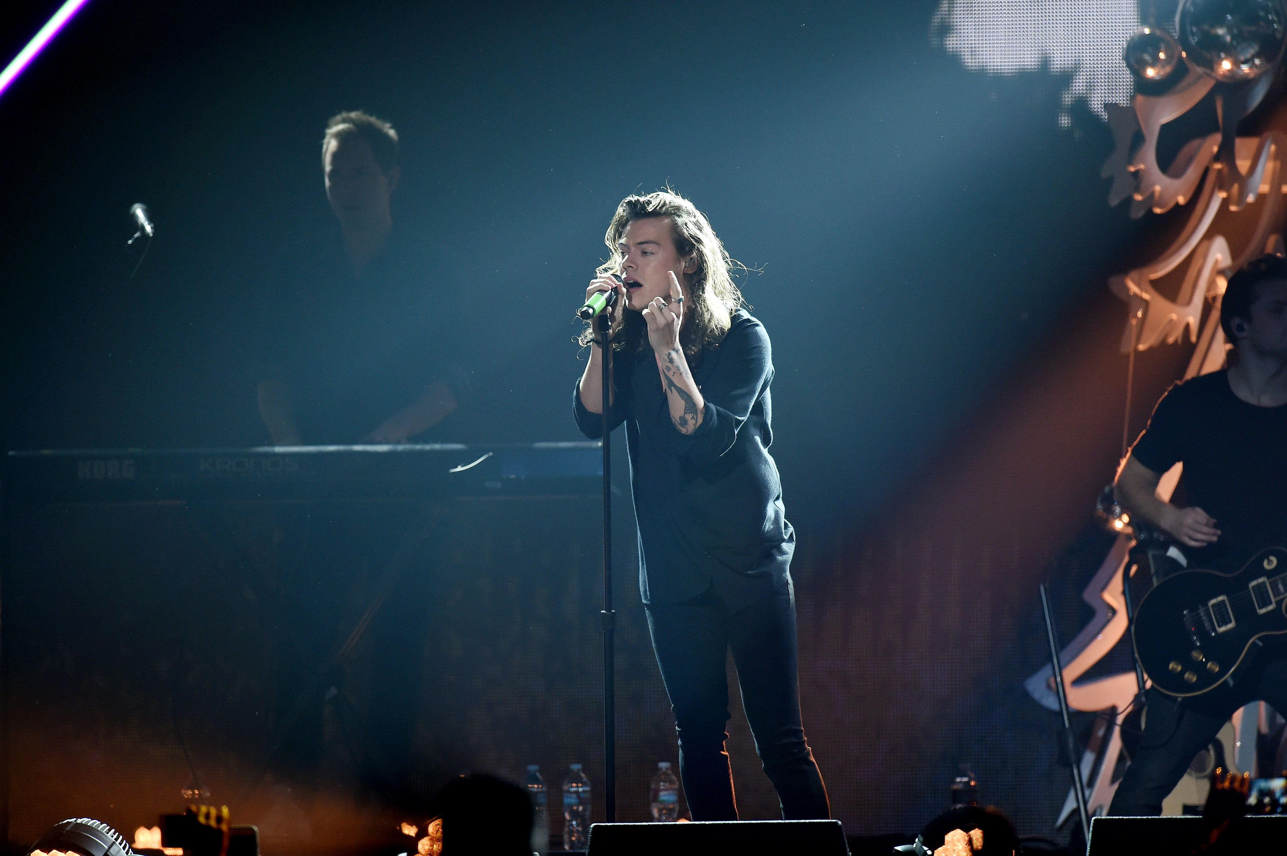 LOS ANGELES, CA - DECEMBER 04:  Recording artist Harry Styles of One Direction performs at 102.7 KIIS FM's Jingle Ball 2015 presented by Capital One at Staples Center on December 4, 2015 in Los Angeles, California.  (Photo by Axelle/Bauer-Griffin/FilmMagic)