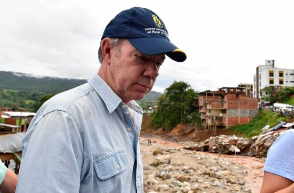 Colombian President Juan Manuel Santos visits the disaster area in Mocoa on April 1.