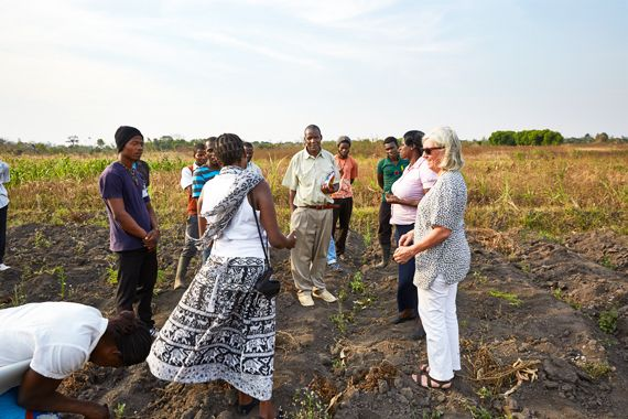 Margriet and her agricultural students give a tour of their fields to a visiting Zambian delegation.Blantyre, Malawi, 2016.