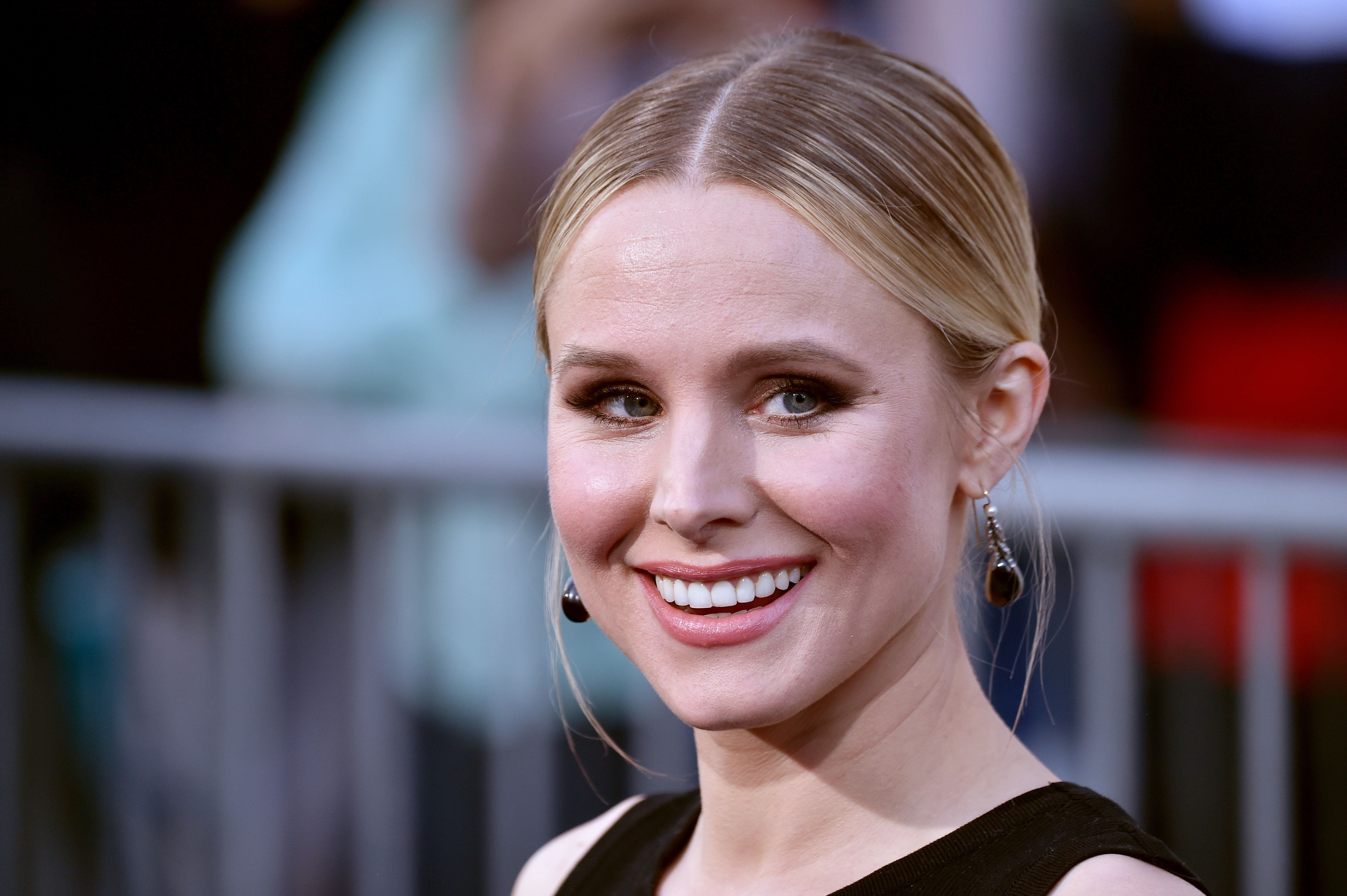 Kristen Bell encouraged moms who have felt shamed for their parenting choices to stand by their decisions.