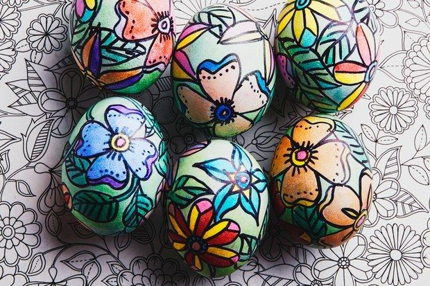 <p>Give your Easter eggs a dose of flower power.</p>