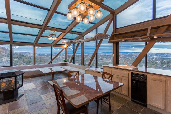 In the kitchen, residents can eat with a view of the Arizonian mountains.