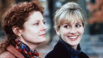 382322 01: 1999 Julia Roberts And Susan Sarandon Star In The Movie 'Stepmom.' (Photo By Getty Images)