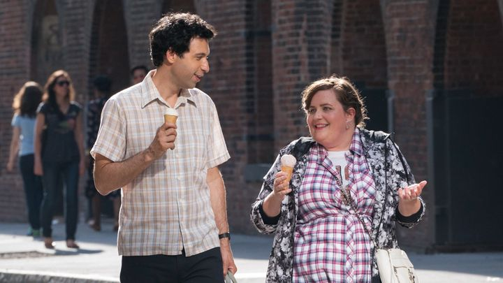 Alex Karpovsky and Aidy Bryant as Ray and Abigail