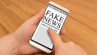 Fake News on a smartphone is being read.