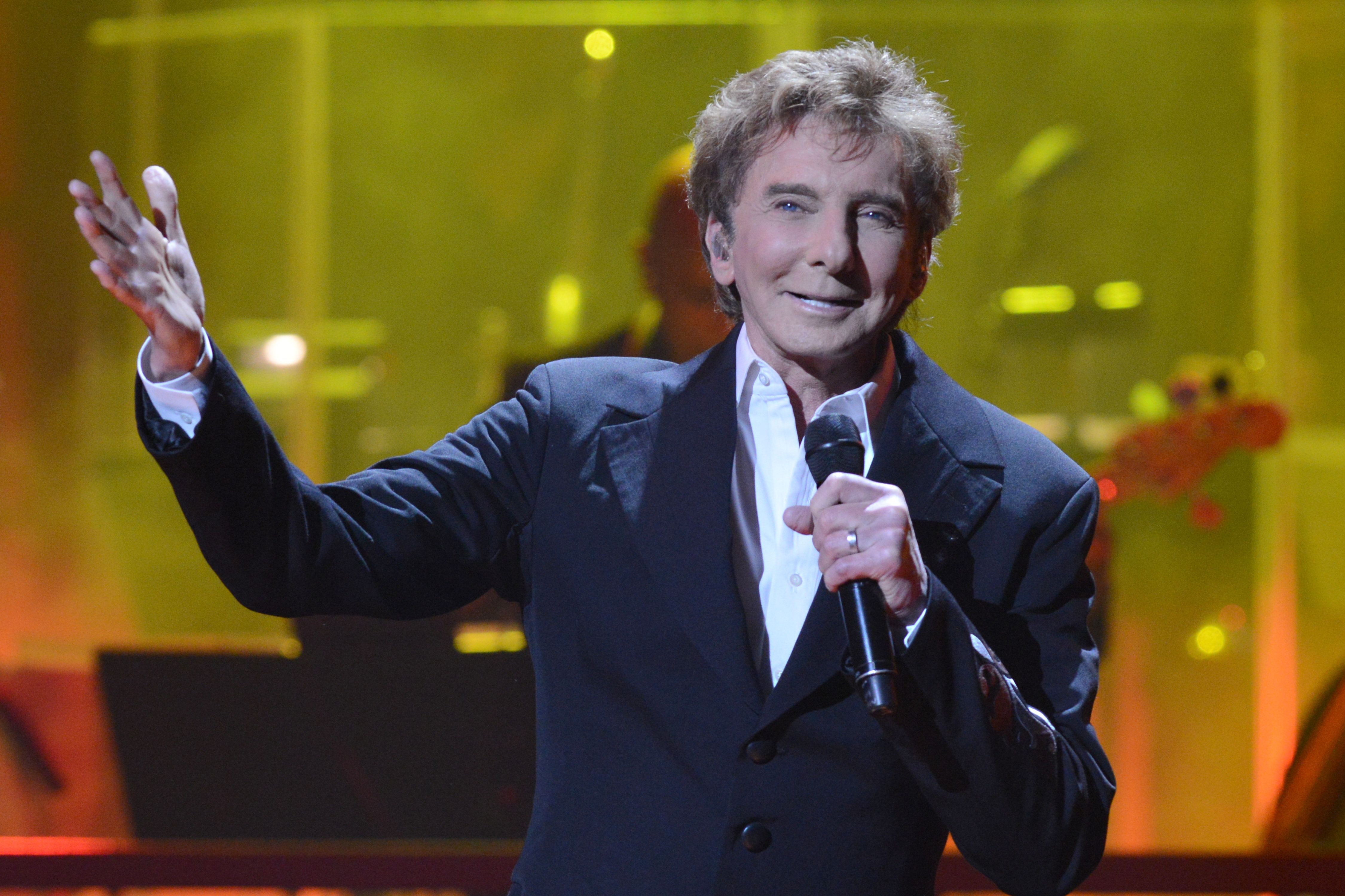 Barry Manilow Comes Out As Gay At Age