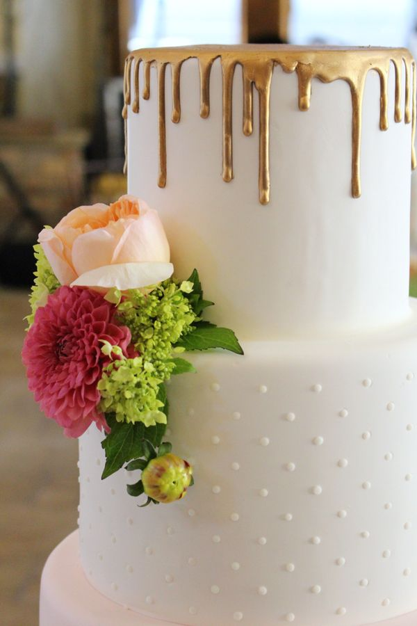"<i>Cake by: <a href=""http://www.intricateicings.com/"" target=""_blank"">Intricate Icings Cake Design</a></i>"