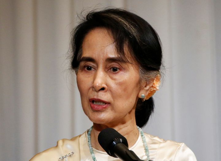 Myanmar leader says no ethnic cleansing of Rohingya Muslims