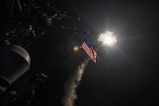 シリアに巡航ミサイル59発 米ロ関係の緊迫化は避けられない