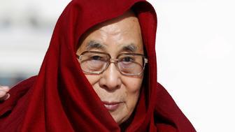 Tibet's exiled spiritual leader the Dalai Lama arrives to greet people gathered at the Gandan Tegchinlen monastery in Ulaanbaatar, Mongolia, November 19, 2016. REUTERS/B. Rentsendorj