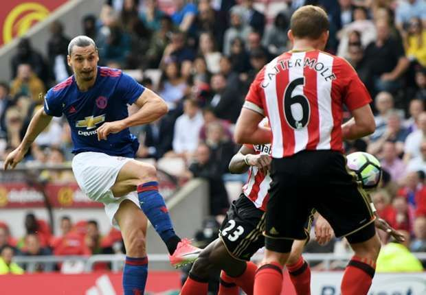 Zlatan Ibrahimovic opened the scoring against Sunderland with a curled effort from 18 yards.