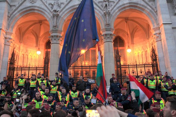 Police officers block the Hungarian Parliament entry.