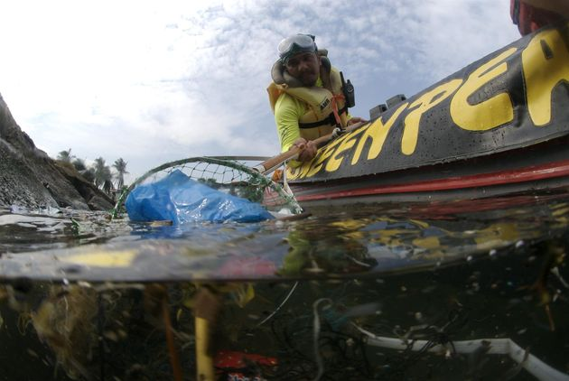 Greenpeace volunteers collect plastic rubbish from Manila