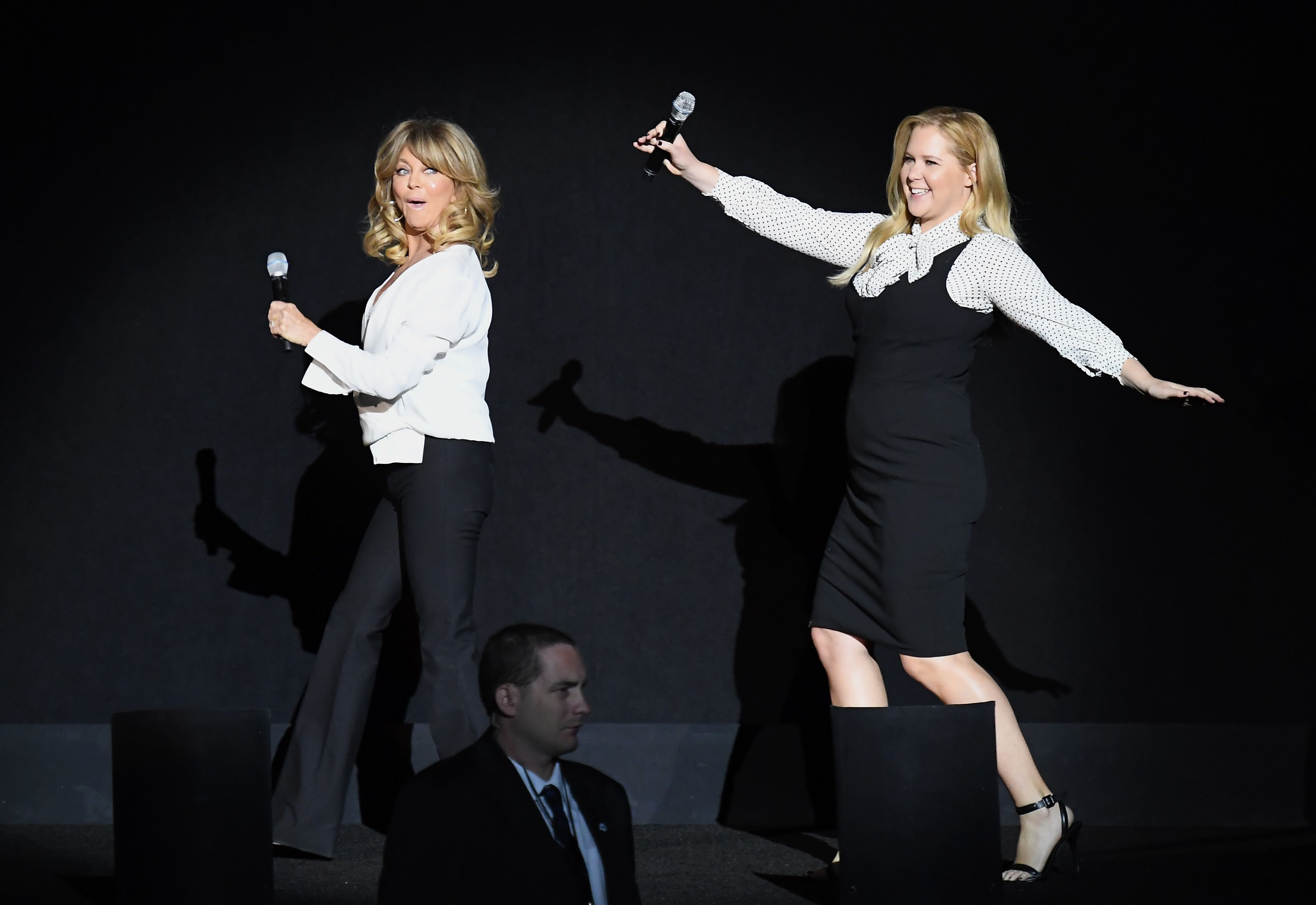 Actors Goldie Hawn and Amy Schumer speak onstage at CinemaCon 2017 20th Century Fox Invites You to a Special Presentation Highlighting Its Future Release Schedule at The Colosseum at Caesars Palace during CinemaCon on March 30, 2017 in Las Vegas, Nevada. / AFP PHOTO / ANGELA WEISS        (Photo credit should read ANGELA WEISS/AFP/Getty Images)