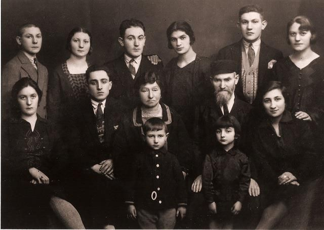 Anna Diamond's family in Radom, Poland in the 1930's.