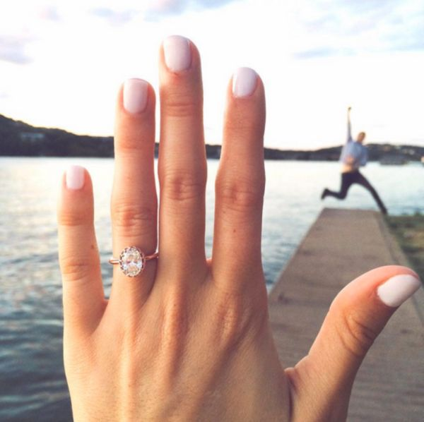 22 Super Fun Engagement Ring Selfies That You'll Want To ...