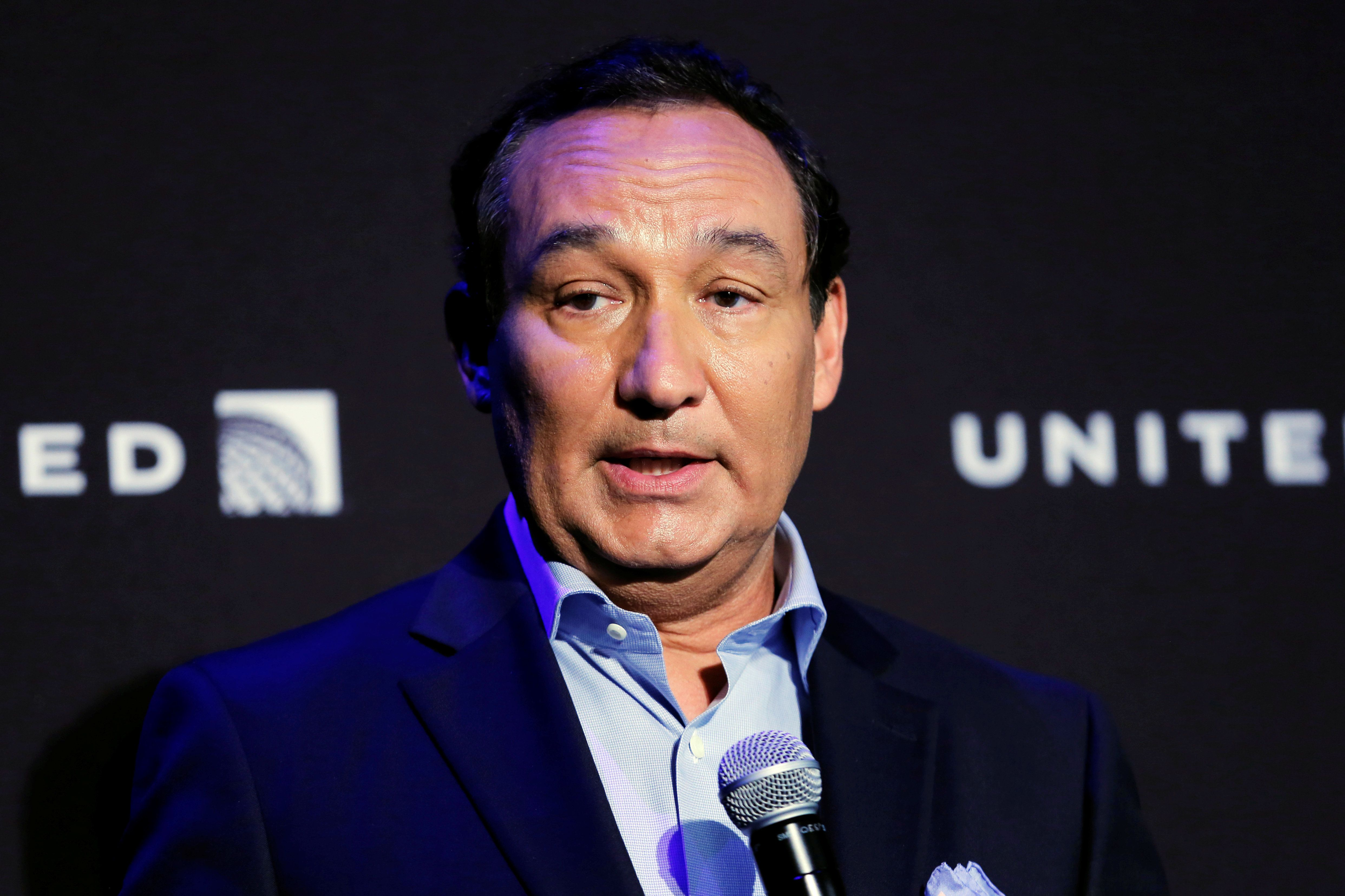 Chief Executive Officer of United Airlines Oscar Munoz introduces a new international business class dubbed United Polaris in New York, U.S. June 2, 2016. REUTERS/Lucas Jackson