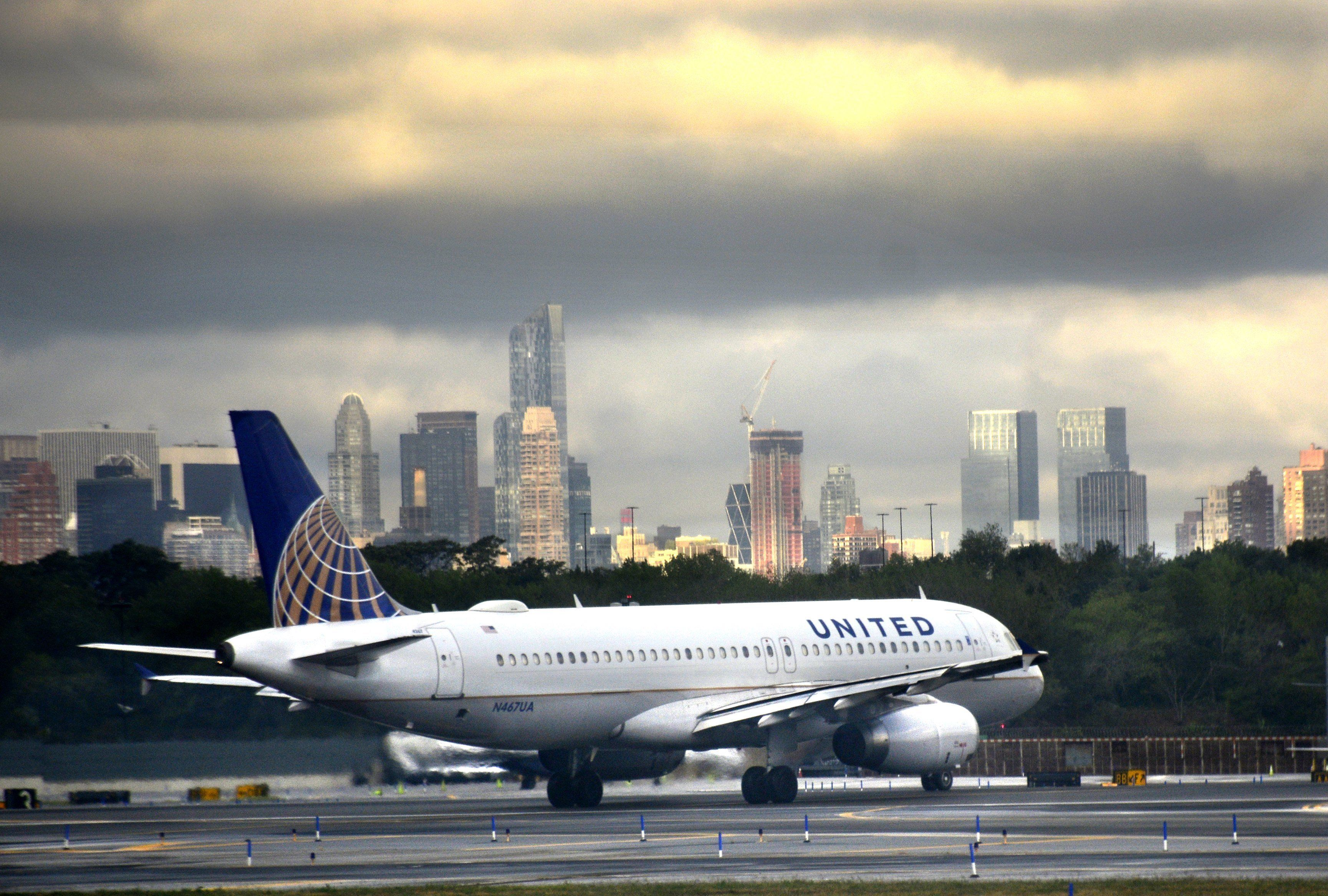 NEW YORK, NY - September 7, 2016:  A United Airlines Airbus A320 passenger jet taxis on the tarmac at LaGuardia Airport in the New York City borough of Queens on September 7, 2016. (Photo by Robert Alexander/Getty Images)