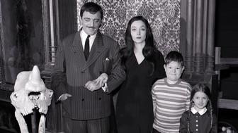 THE ADDAMS FAMILY - Pilot and Misc Gallery - Shoot Date: May 19, 1964. (Photo by ABC Photo Archives/ABC via Getty Images) L-R: JOHN ASTIN;CAROLYN JONES;KEN WEATHERWAX;LISA LORING